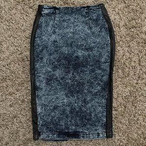 Vibrant miu vintage, acid wash denim pencil skirt